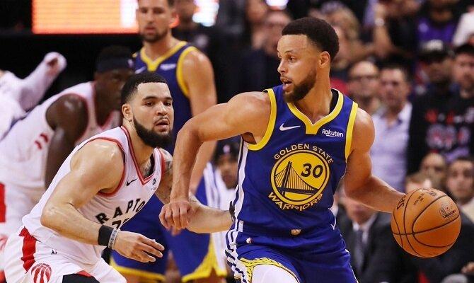 Steph Curry y los Golden State Warriors quieren emátar la serie ante los Toronto Raptors.