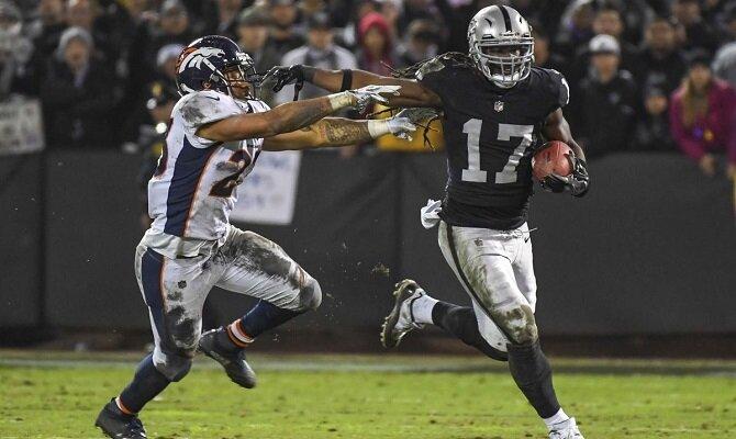 Los Raiders de Oakland reciben a los Broncos de Denver por última vez en California.