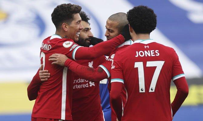 Mohamed Salah, Roberto Firmino, Curtis Jones y Thiago celebran el gol y se prepara para el juego Liverpool vs Everton.