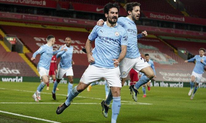 Ilkay Gundogan y Bernardo Silva celebran la anotación. Se espera su participación en el Manchester City vs Tottenham