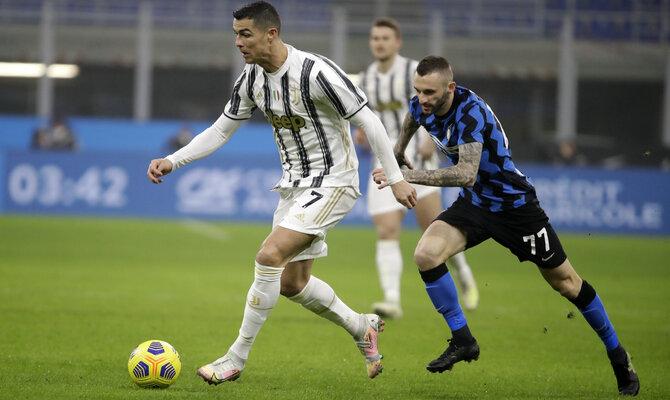 Cristiano Ronaldo en el juego contra el Inter de Milán. Su próximo encuentro será en Serie A Napoli vs Juventus.