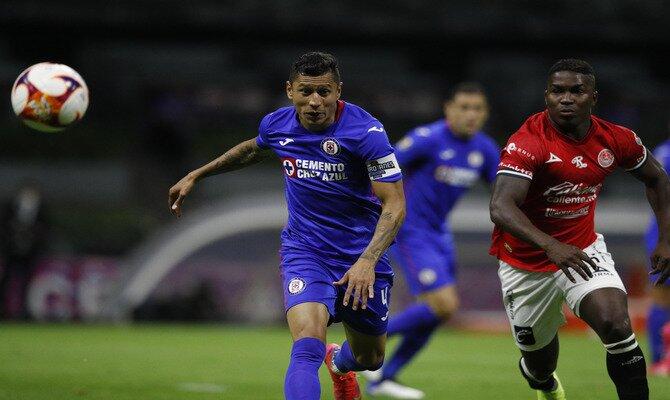 Julio César Domínguez es una de las piezas importantes en la defensa celeste para el próximo Cruz Azul vs Atlas.