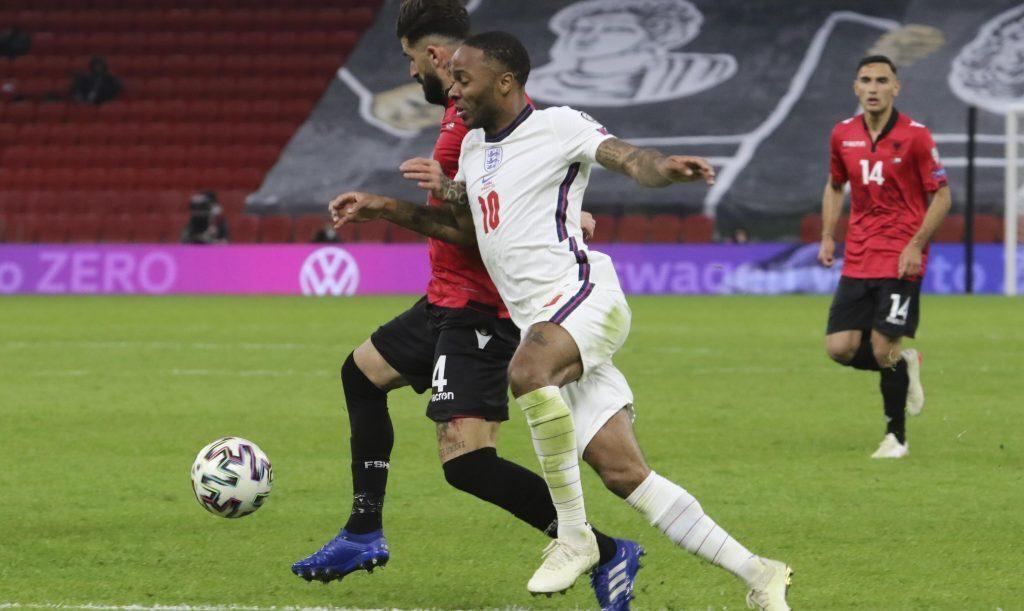 Raheem Sterling será fundamental para el juego ofensivo del partido Inglaterra vs Polonia. Descubre nuestros picks.
