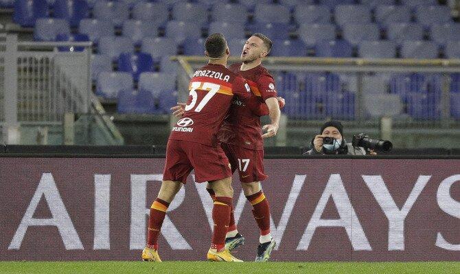 Leonardo Spinazzola, a la izquierda, celebra un gol. Revisa nuestros pronósticos para el Roma vs Shakhtar Donetsk