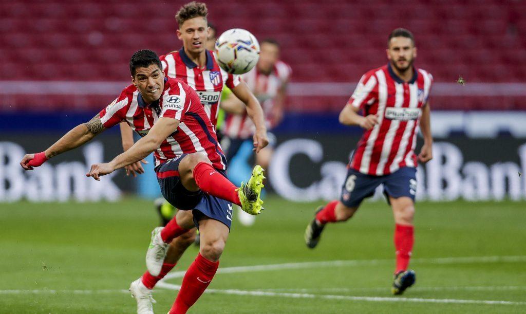 Luis Suárez tiene la experiencia para liderar a los Colchoneros en el próximo encuentro de la Liga Sevilla vs Atlético de Madrid.