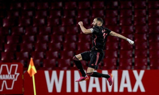 Benzema celebra un gol saltando. Cuotas para el Athletic Club vs Real Madrid de LaLiga Santander.