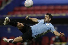 Luis Suárez remata de chilena en la imagen. Cuotas para la tercera jornada de la Copa América 2021.