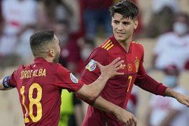 Álvaro Morata y Jordi Alba celebran un gol con España. Cuotas y picks 3º jornada Euro 2020.