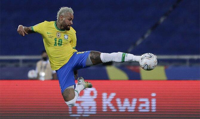 Neymar remata de tijera en la imagen. Cuotas Brasil vs Argentina., final Copa América 2021.