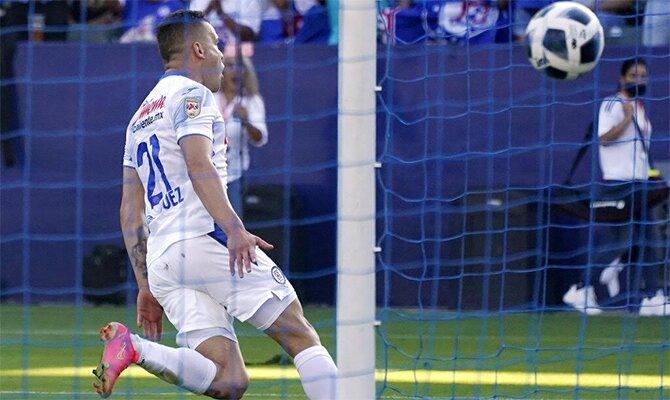 Imagen de Jonathan Rodríguez celebrando un gol. Cuotas y picks Cruz Azul vs Toluca de la Liga Mx.