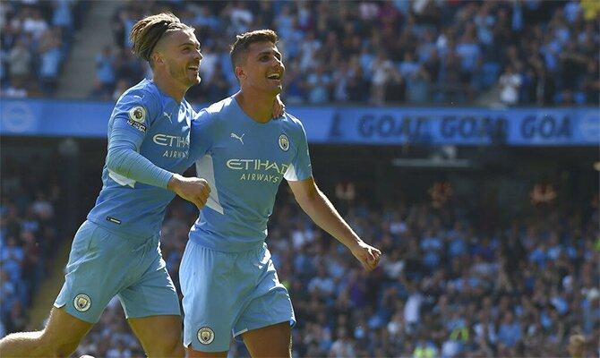 Grealish celebra un gol anotado con los Skyblues. Cuotas y picks Leicester City Vs Manchester City.