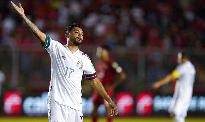 Jesús Corona levanta la mano protestando. Cuotas y pronósticos para el duelo entre México vs Canadá.